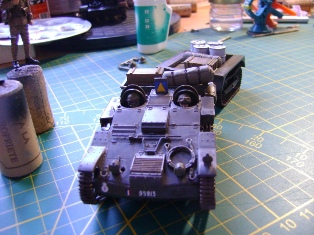 Tankette Renault UE [Tamiya 1/35] (terminée) - Page 2 Dsc01712