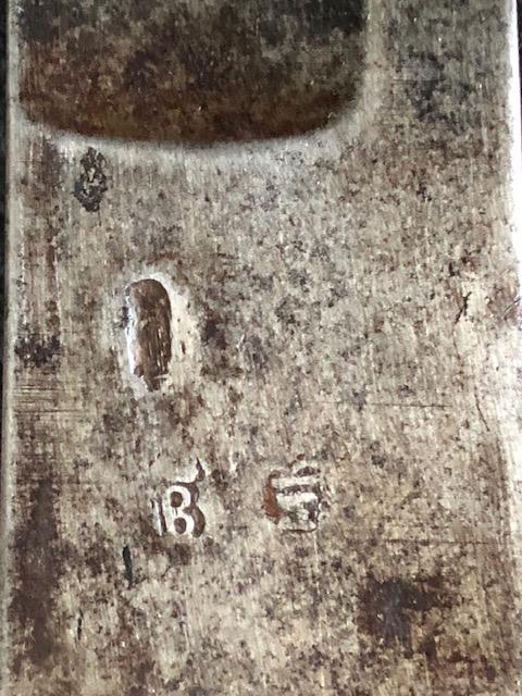 Identification d'un fourbisseur sur sabre de chasseur à cheval 1790 061d8410