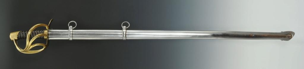 Que pensez-vous de ce fourreau accompagnant un sabre de cuirassie an XIII? 113