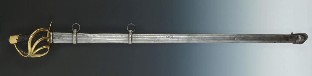 Que pensez-vous de ce fourreau accompagnant un sabre de cuirassie an XIII? 211