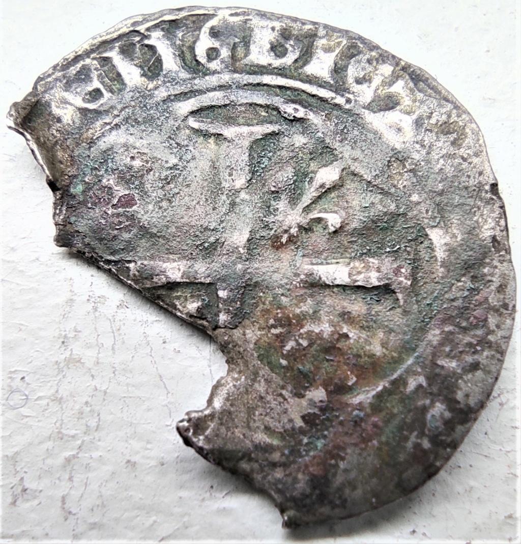 Fragment peut-être encore exploitable : Blanc de Louis XI, frappé à Limoges à confirmer... 16180714