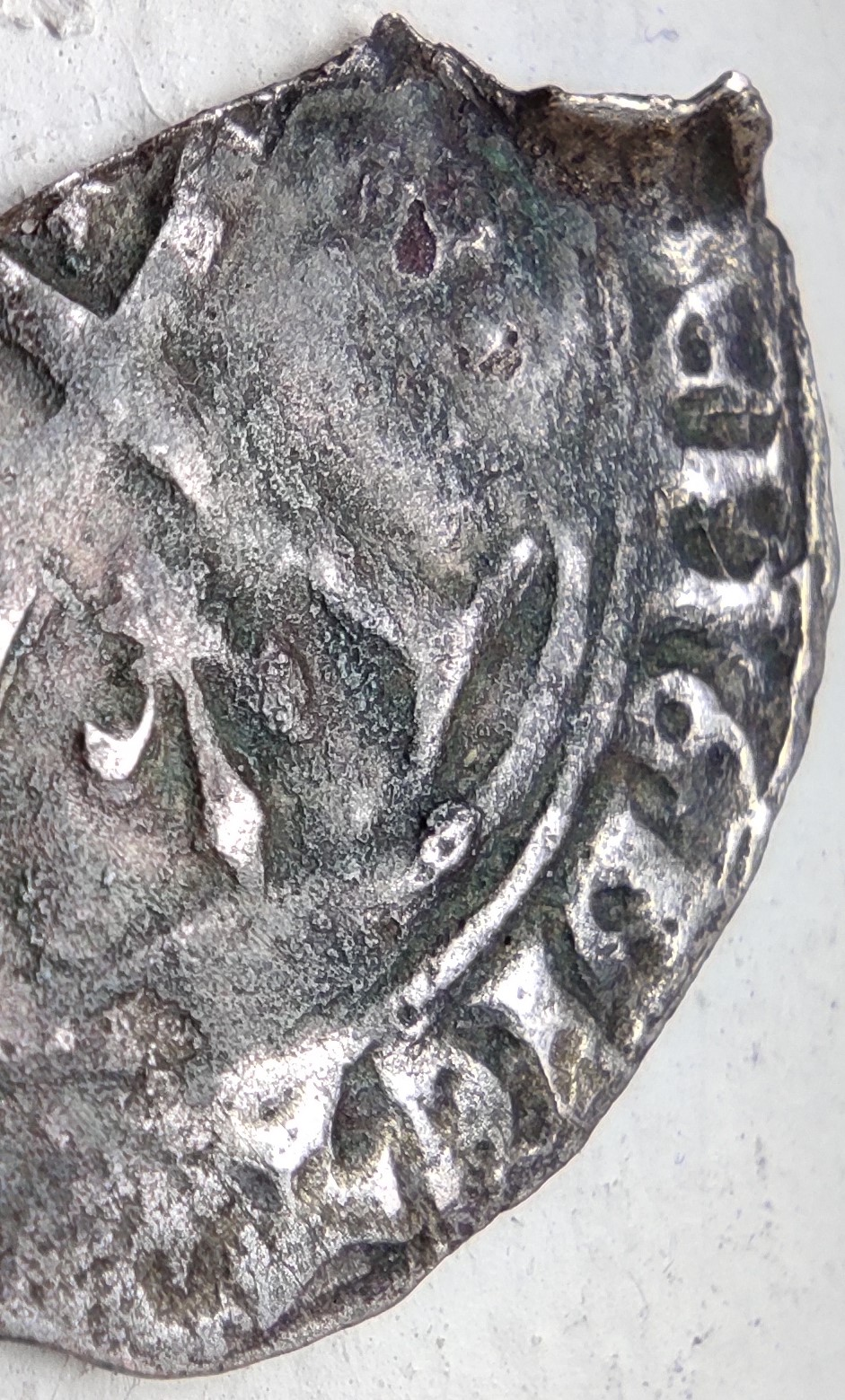 Fragment peut-être encore exploitable : Blanc de Louis XI, frappé à Limoges à confirmer... 16182410