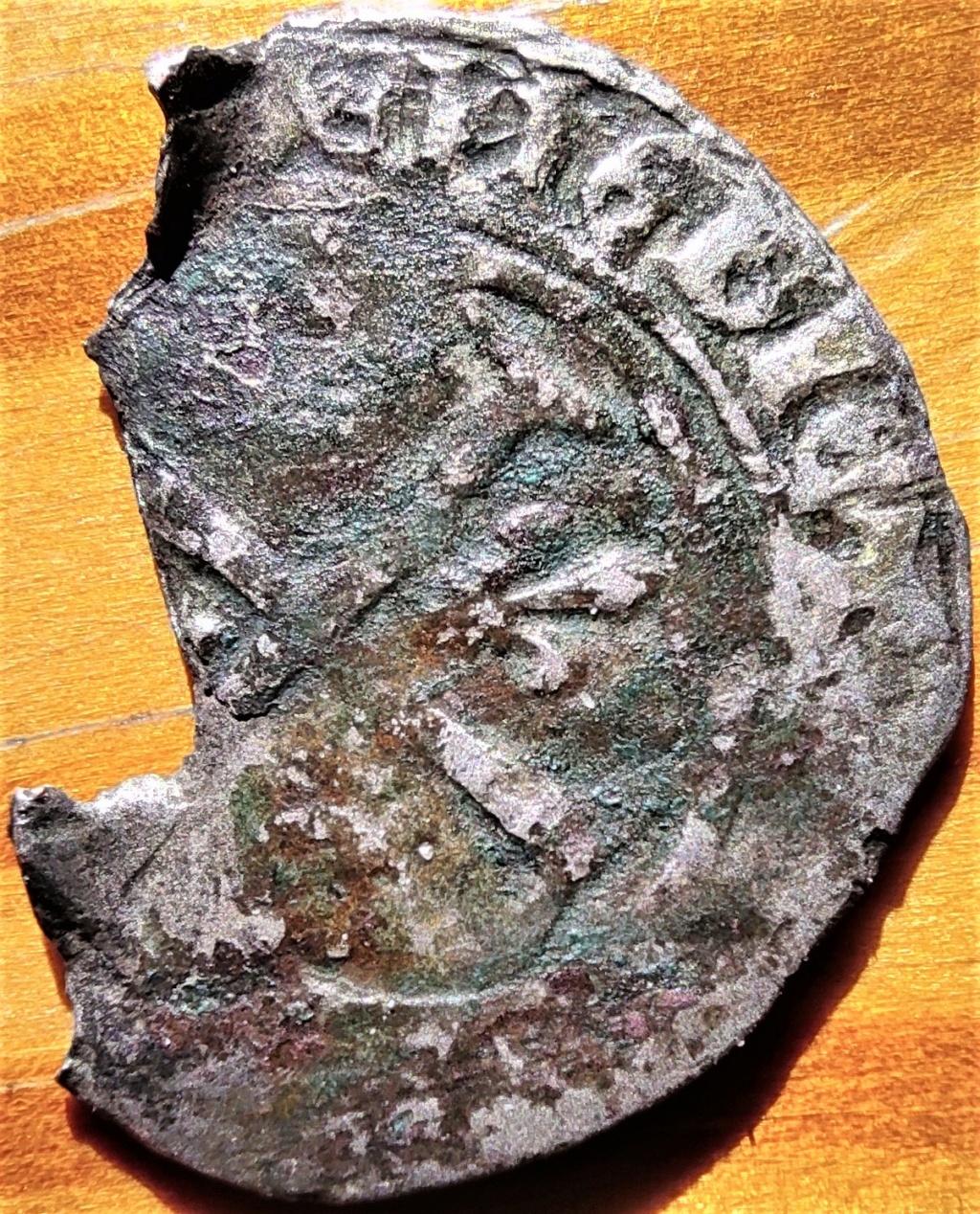 Fragment peut-être encore exploitable : Blanc de Louis XI, frappé à Limoges à confirmer... 16182411