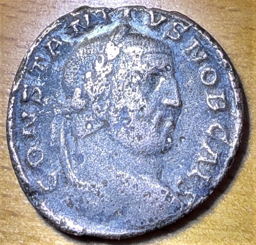 Follis de Constance I au Génie, Trèves, 1ère officine : Référence RIC ? 16237410