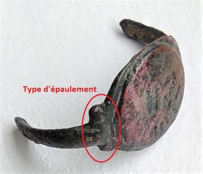 Possible intaille antique (pâte de verre) réemployée sur bague d'époque mérovingienne ? 16253017
