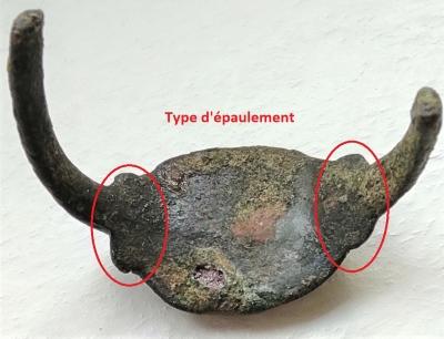 Possible intaille antique (pâte de verre) réemployée sur bague d'époque mérovingienne ? 16253018