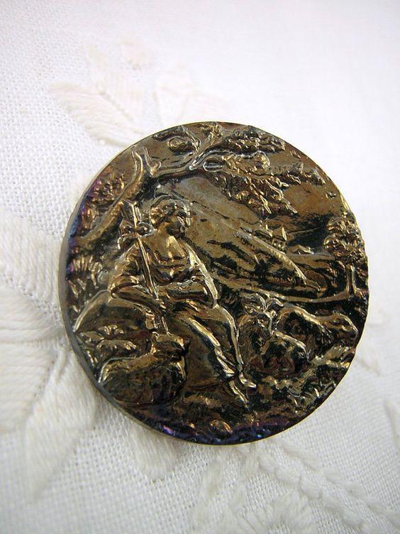 Bouton de bronze, scène pastorale, bergère et ses moutons, style art déco ?... 40a38610