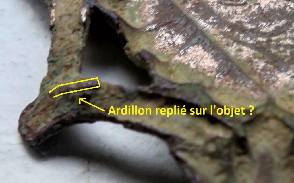 """Probablement petite broche ancienne, type """"héraldique"""", fin XVIIe - début XVIIIe Ardill12"""