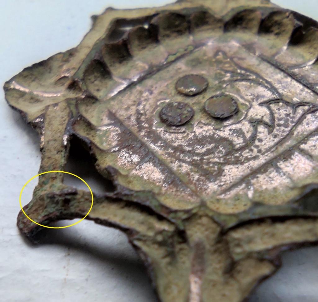 """Probablement petite broche ancienne, type """"héraldique"""", fin XVIIe - début XVIIIe Ardill13"""