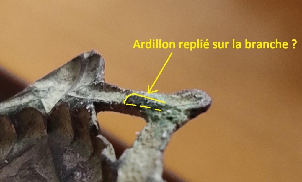 """Probablement petite broche ancienne, type """"héraldique"""", fin XVIIe - début XVIIIe Ardill14"""