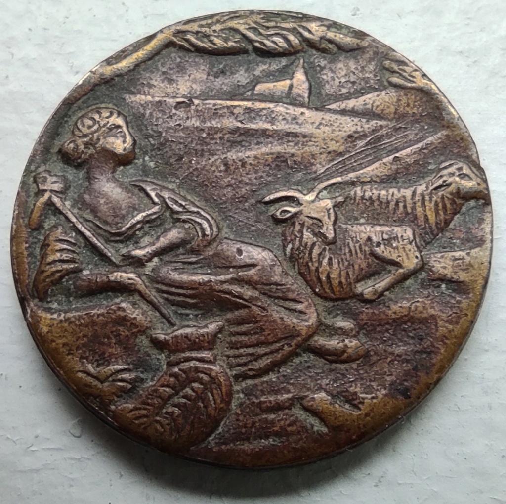 Bouton de bronze, scène pastorale, bergère et ses moutons, style art déco ?... Bouton12