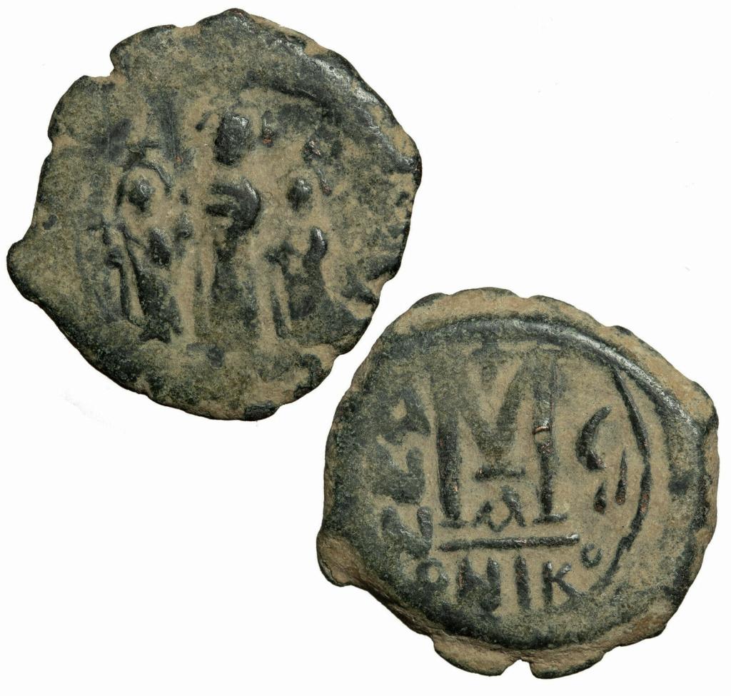 Follis byzantin de Nicomédie, sans doute pour Héraclius ... S-l16010