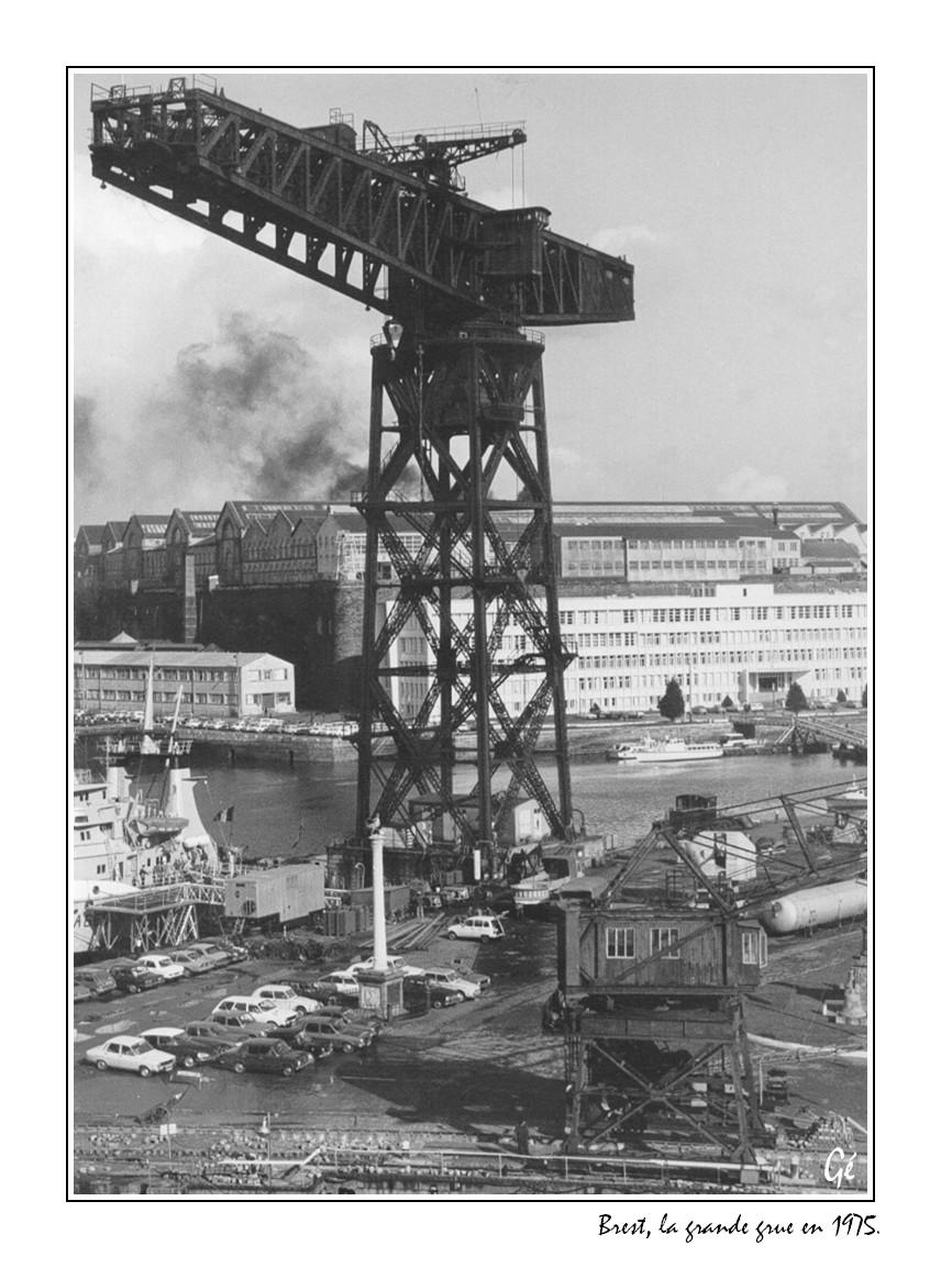 [Les ports militaires de métropole] Port de BREST - TOME 3 - Page 17 19750410