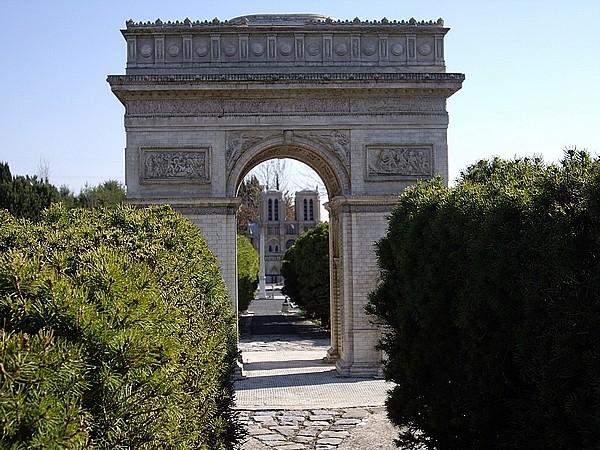 [21.03.09]France Miniature Arc_de11