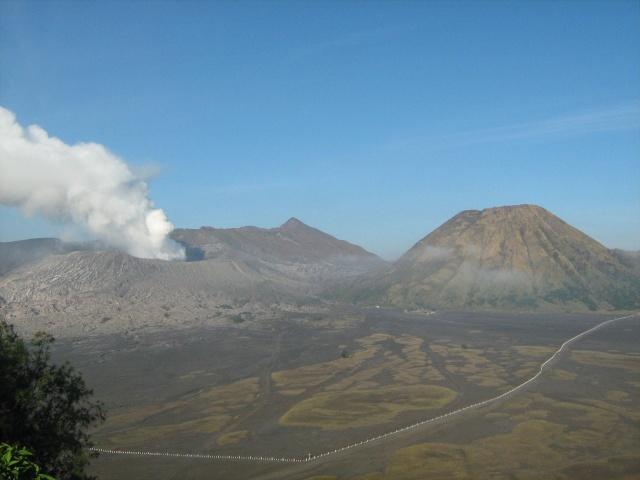Les volcans d'Indonésie (une petite partie) Img_4815