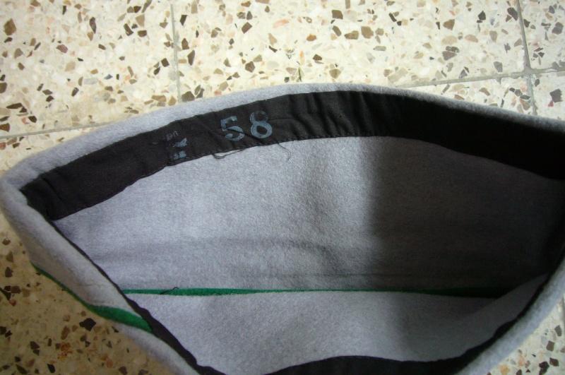 Les bonnets de police P1020711