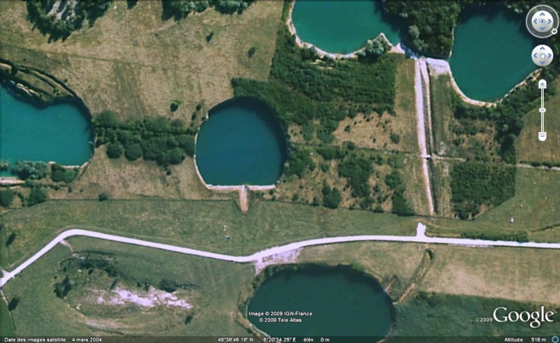 Les objets familiers vus sur Google Earth : écrous - tapis - planche... & caetera - Page 4 Pingpo10