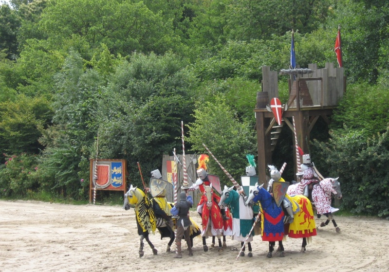 Hors sujet -----------> Le puy du fou en Vendée (85) Chatea10