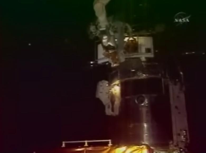 [STS-125] EVA - 1 Hub310