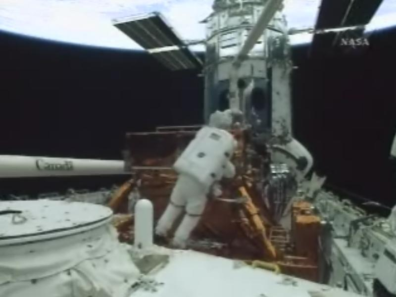 [STS-125] EVA - 1 Hub510