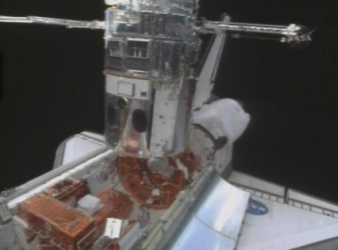 [STS-125] EVA - 2 Hub511