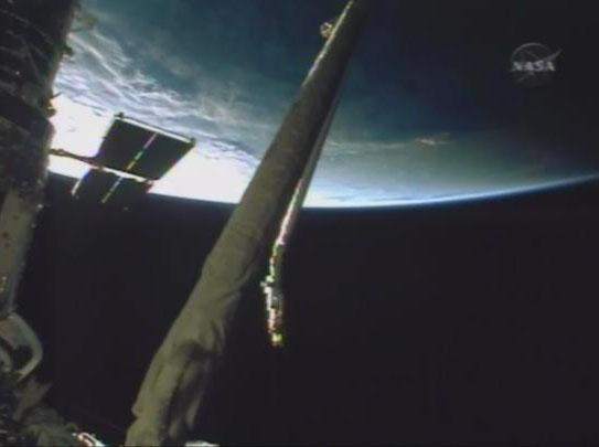 [STS-125] Atlantis : la mission - Page 8 Hub611
