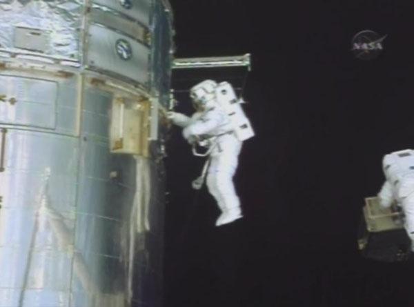 [STS-125] EVA - 5 Spacew11