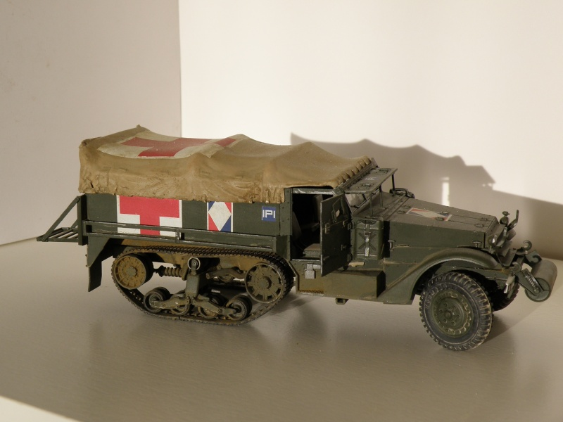 "GB"" Les véhicules sanitaires"" P5270115"