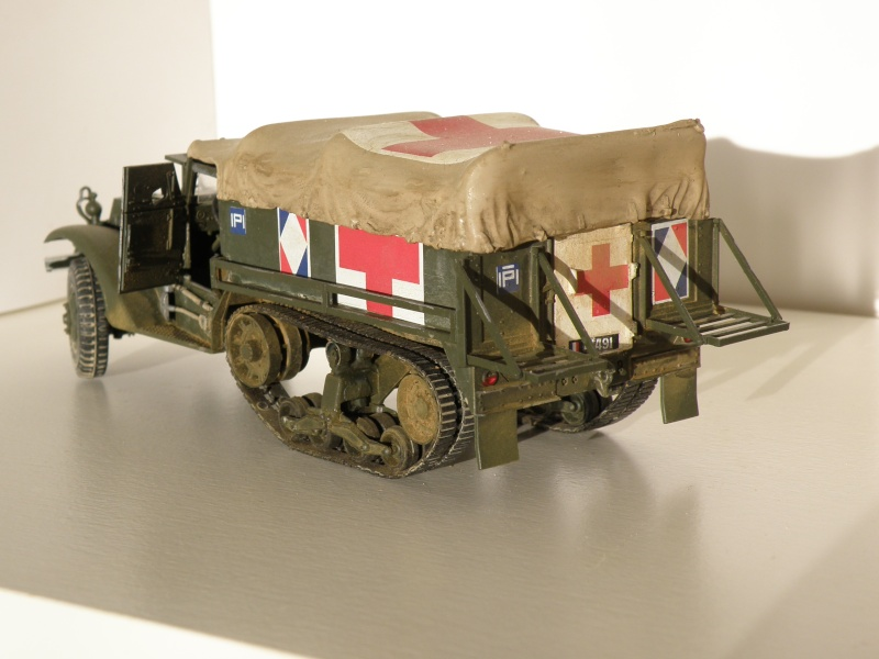 "GB"" Les véhicules sanitaires"" P5270116"