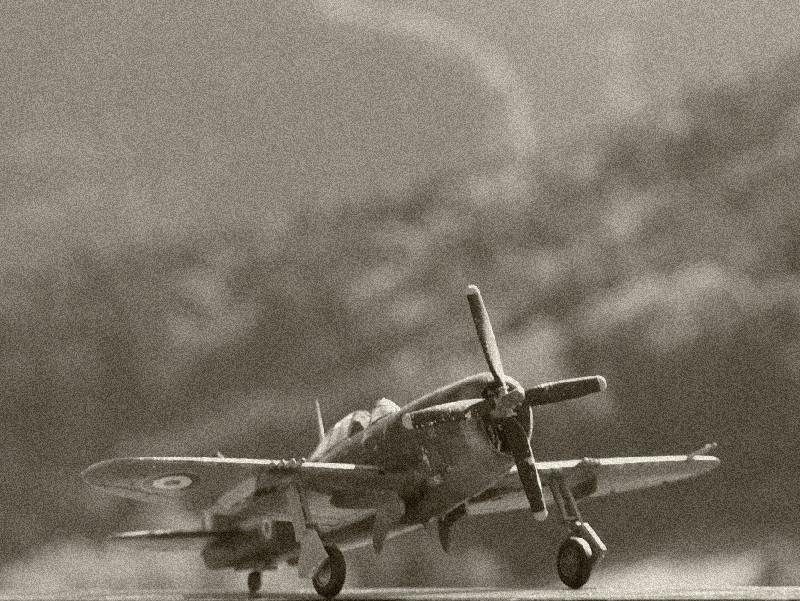 [Academy] P-47D Razorback Escadrille Lafayette 194410