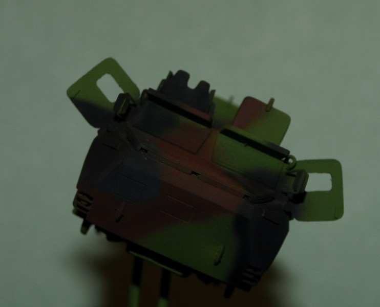 VAB 4x4  [HELLER 1/72]  ---  Montage terminé - Page 4 P1014035