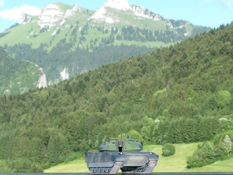 Leclerc REVELL + conversion BLAST MODEL 1/72 (6-12° RC) P1014111