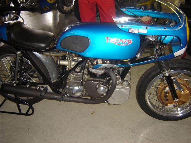TRIUMPH RACER MORTEL Bikers11