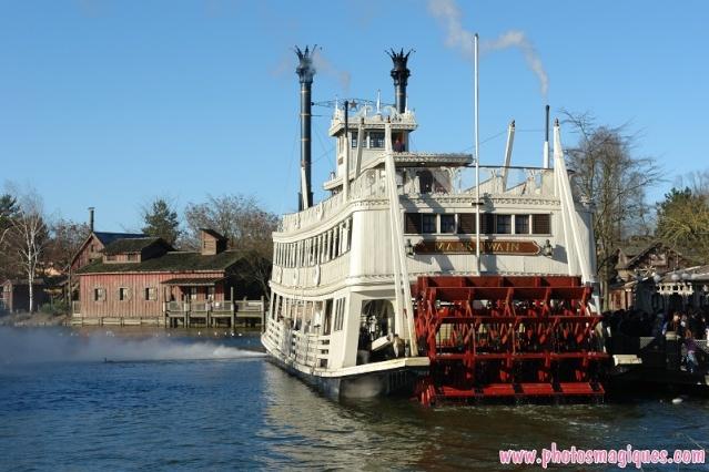 Thunder Mesa Riverboat Landing - River Rogue Keelboats Mk10