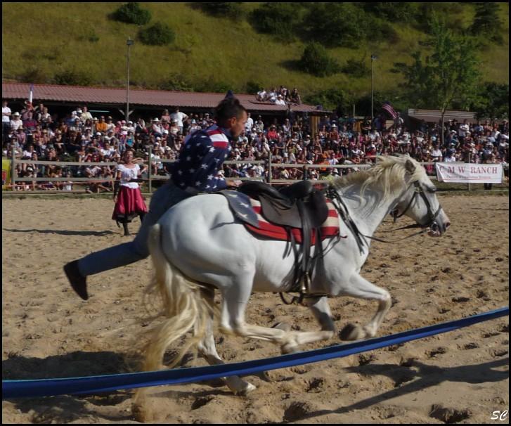 5° Festival International Country Equestre à Beauregard Barret - Page 4 P1030122
