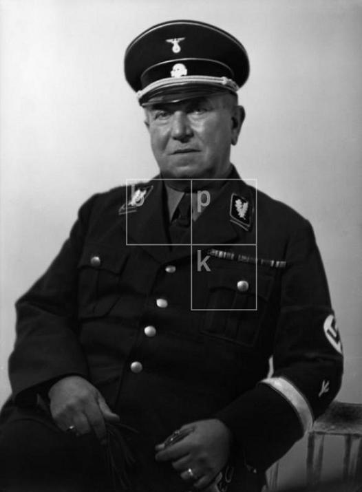 - Occultisme Nazi, Racisme & Légendes modernes… #1 - Page 2 Karl2010