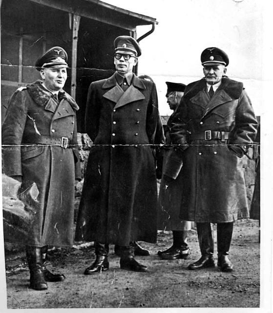 uniformes de SS? - Page 2 Vlasso11