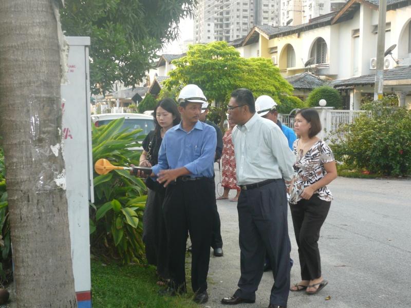 TNB EMF Reading at Taman Sri Angsana Hilir P1040414