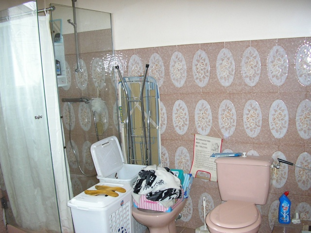 salle de bain à refaire entièrement !(photo p2) P3300310