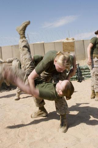 soldates du monde en photos - Page 4 07032910