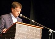 السيرة الذاتية لمحمود درويش شاعر فلسطين 1210