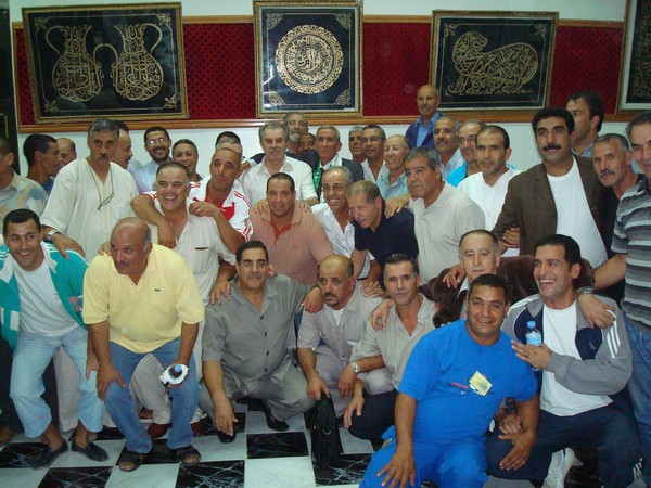 L'amicale des anciens internationaux honore BENARAB ABDELMADJID Ain_m_19