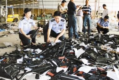 La Chine procède à la destruction de répliques ACM Res01_12