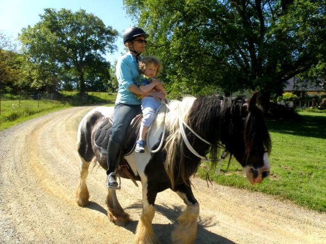 Une photo de vous et votre cheval - Page 7 Hermio13