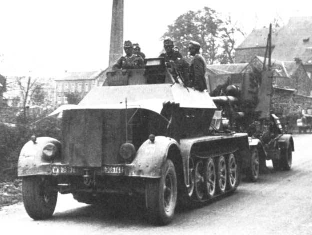 sdkfz7 11T gepanzerte au 1/16 rc et son flak18 Sdkfz710