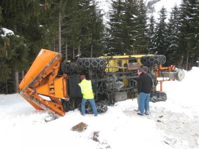 photos unimog chasse neige - Page 2 Tn_img10