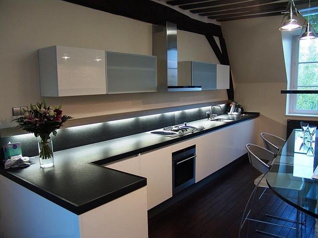 Conseil couleur peinture et faience pour une cuisine couleur taupe - Element de cuisine taupe ...