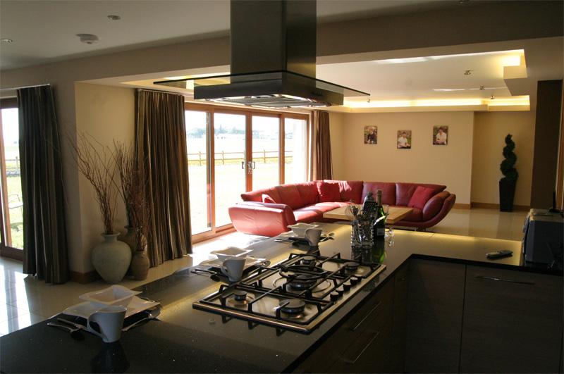 Cuisine ouverte sur salle, salon et entrée Opklv110