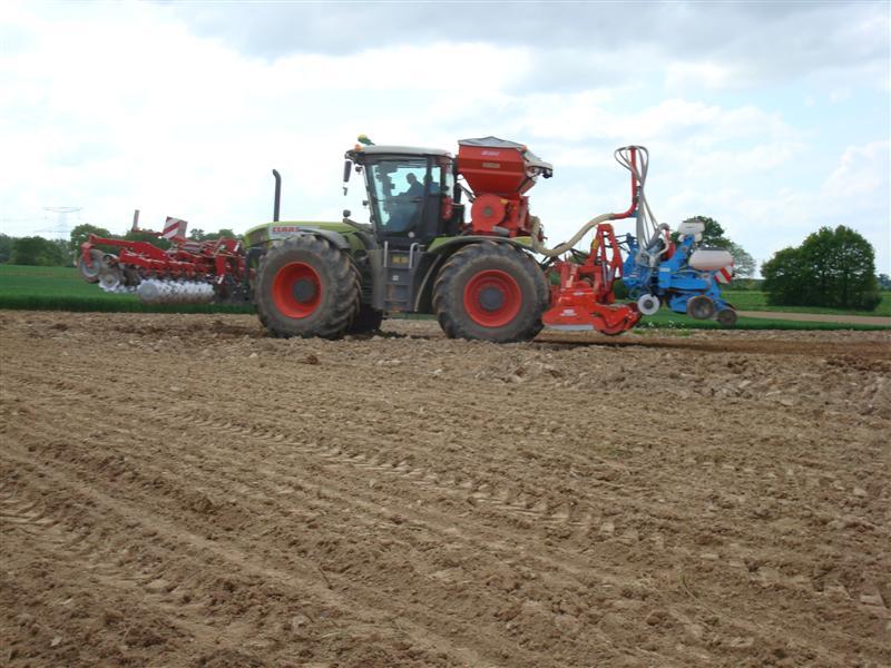 Semis maïs 2009 Dsc00812
