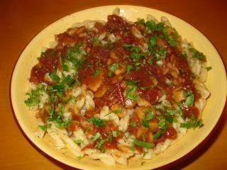 Pâtes courtes, sauce aux champignons et aux piments Pates_11